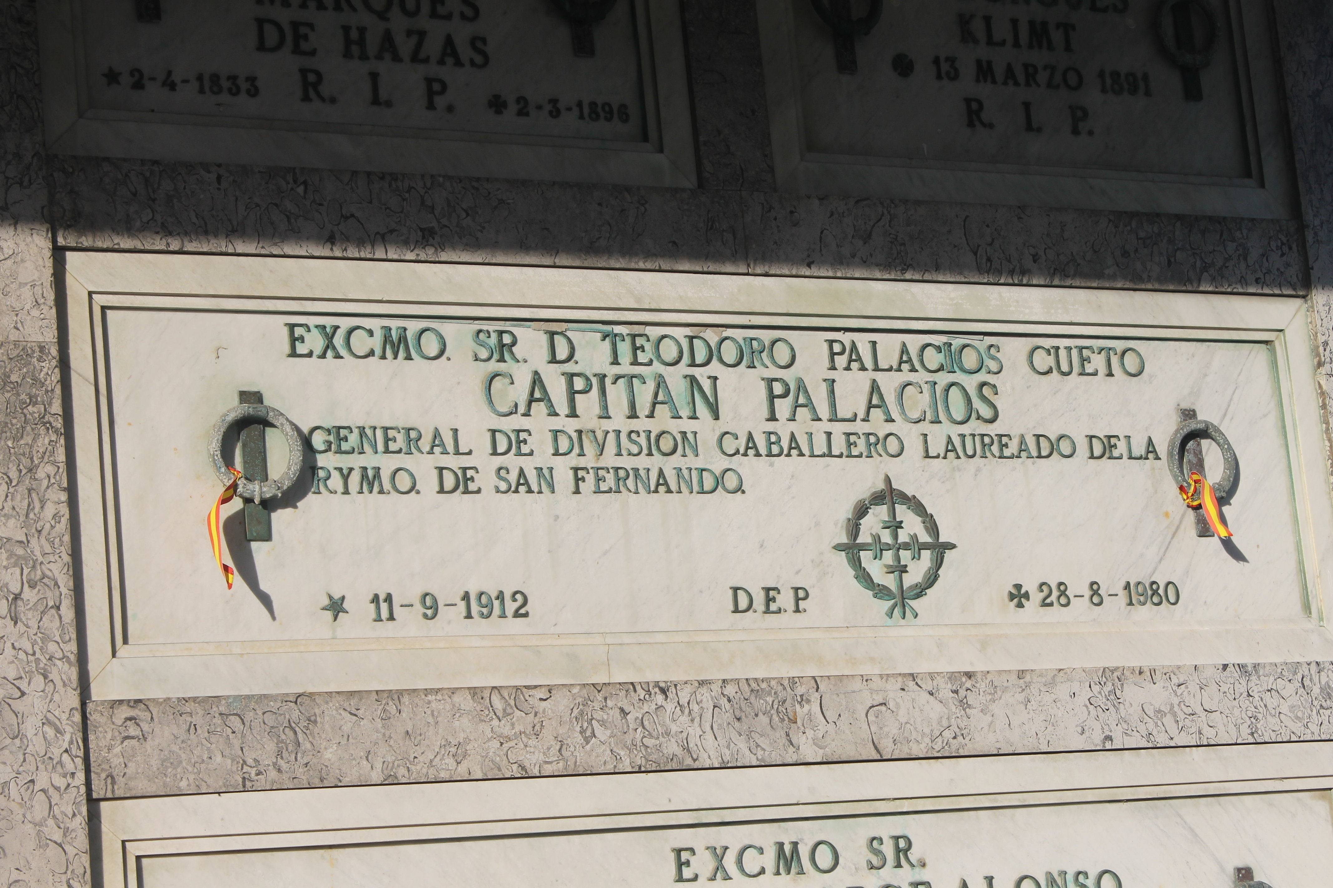 Tumba del Capitán Palacios en el conocido como Panteón de los Ilustres del cementerio de Ciriego, en Santander
