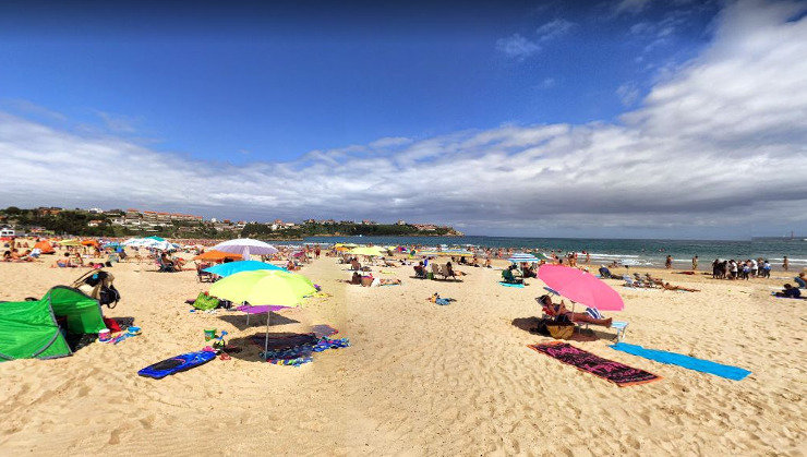 El Ayuntamiento instala un aseo público en la playa de La Concha