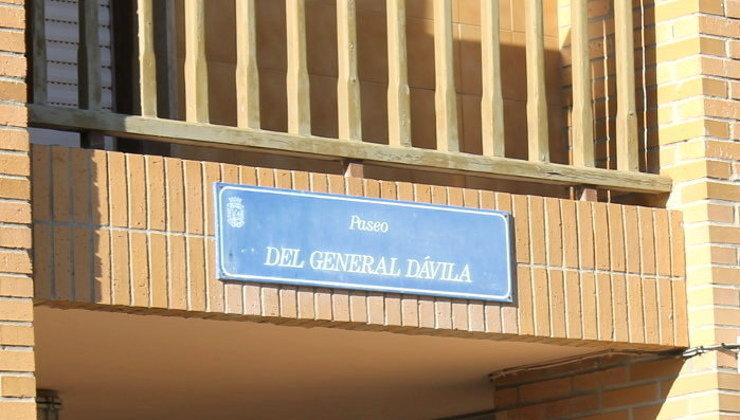 Placa de la calle de General Dávila