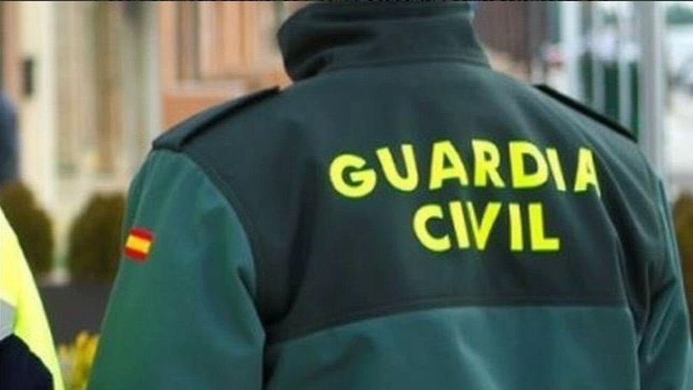 Suspendido un mes de empleo a un Guardia Civil por faltar a su superior