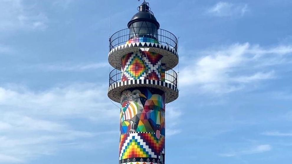 Faro de Ajo pintado por Okuda