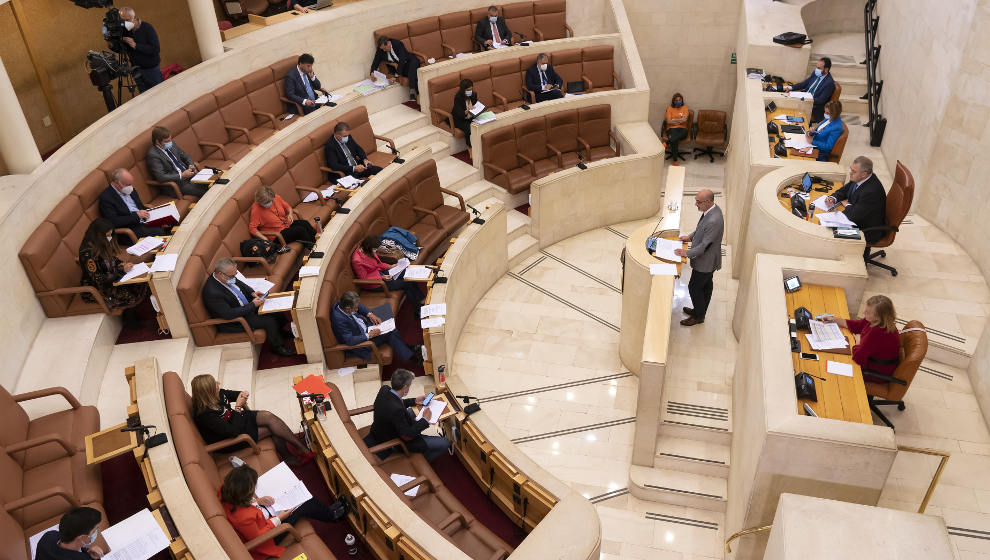 La Ley de Memoria Histórica, el helipuerto de Valdecilla e incendios forestales, a debate este lunes en el Parlamento
