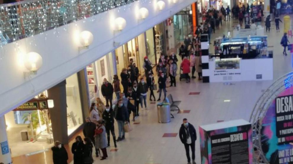 Primeras Colas En Los Centros Comerciales Cántabros Tras La Apertura De Municipios