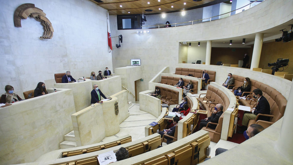 Indultos, electricidad, vacunas, Correos y parques eólicos, a debate en el Parlamento este lunes