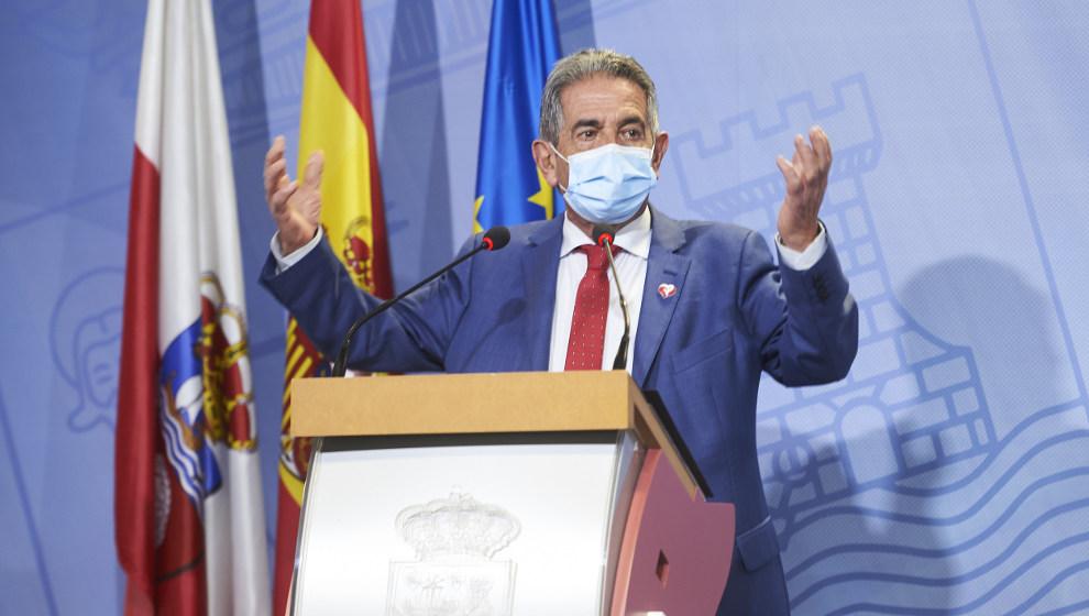 """Revilla pide vacunarse este martes con AstraZeneca como muestra de """"tranquilidad"""", pero se lo deniegan por tener 78 años"""