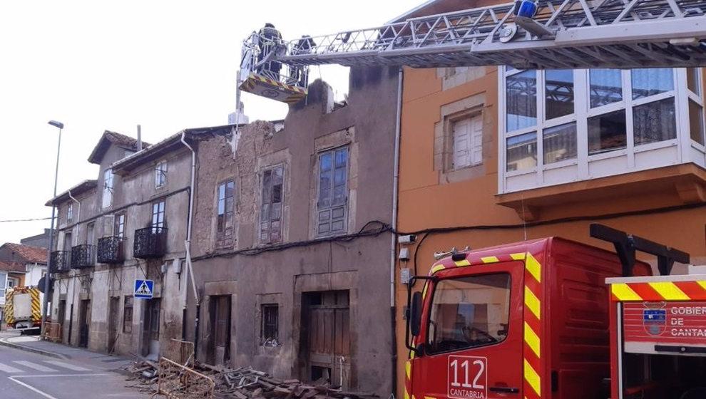 Cortada la avenida Cantabria de Reinosa ante el riesgo de desplome de la fachada de un edificio