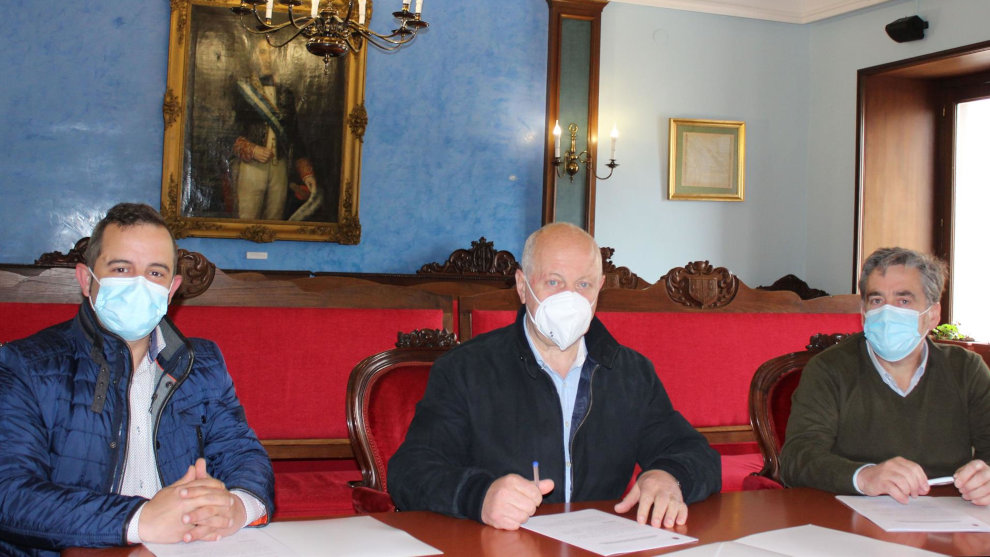 Ayuntamiento y ACER firman un convenio para impulsar el comercio local