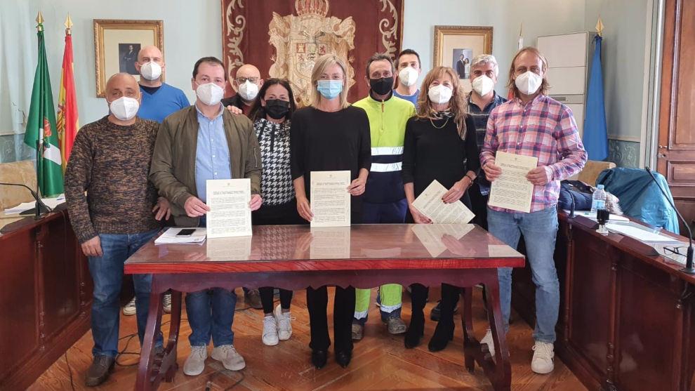 """Ayuntamiento y sindicatos firman un acuerdo """"histórico"""" para mejorar el empleo público"""