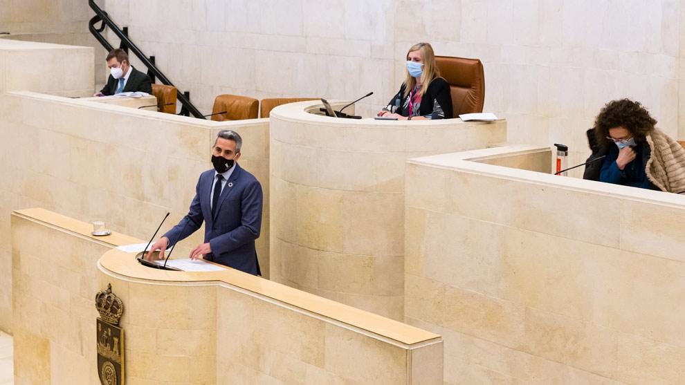 Las 41 personas que coincidieron con Zuloaga en el Parlamento se someten a una PCR