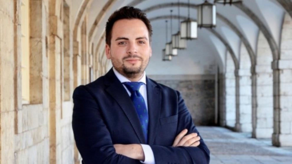 El diputado del PP, Álvaro Aguirre, da positivo en el cribado masivo realizado en el Parlamento de Cantabria