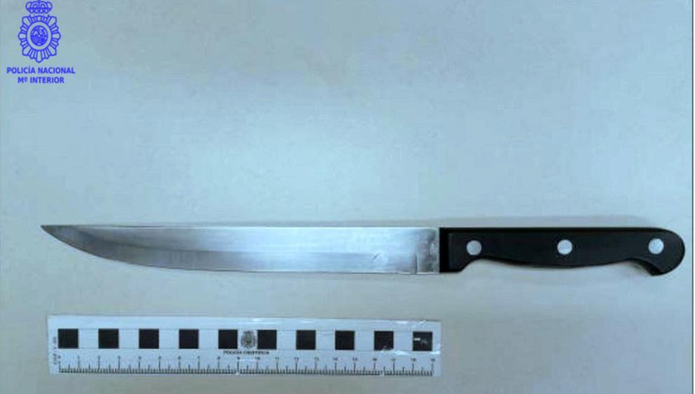 Detenido por robar en un local de hostelería de Santander amenazando con un cuchillo al camarero