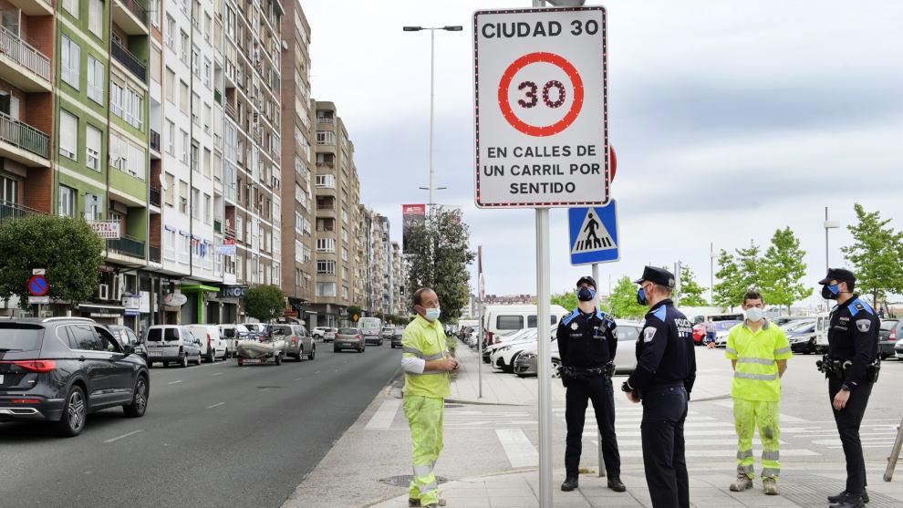 Santander se adapta a los nuevos límites de velocidad en vías urbanas, en vigor desde el martes