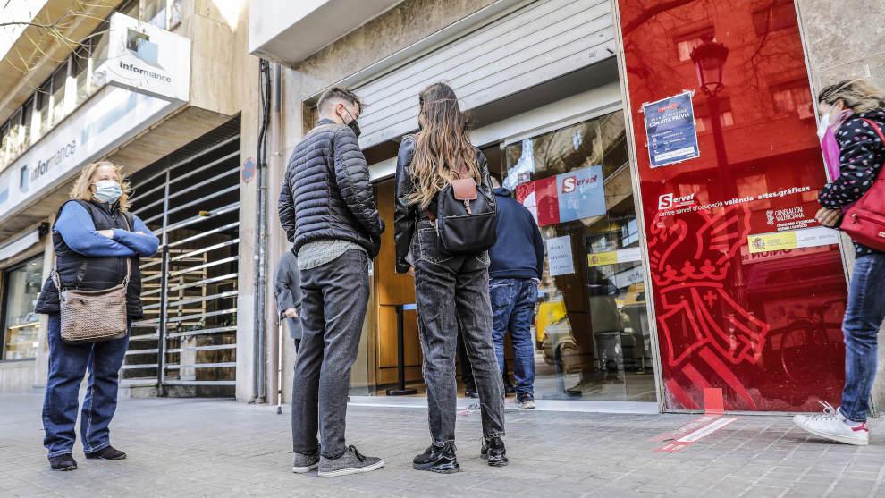 El Gobierno destinará 330 millones de euros de los fondos europeos a la contratación temporal de jóvenes en las Administraciones Públicas