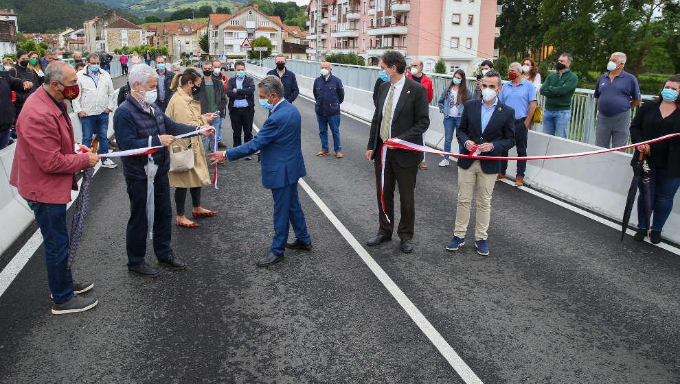 Renovado y ampliado el puente sobre el río Asón tras una inversión de 850.000 euros