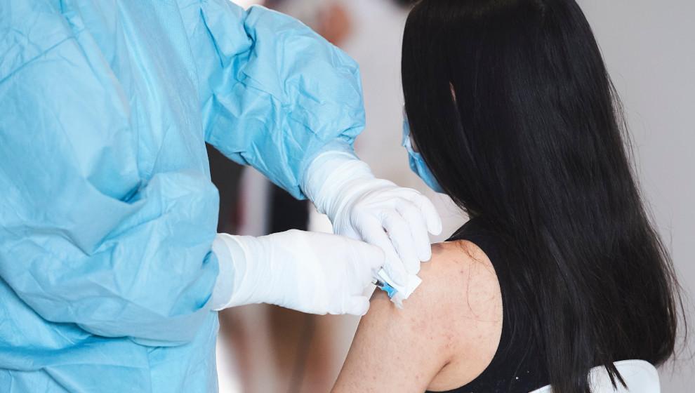 Los vacunados en Cantabria superan el 53% de la población y los inmunizados rozan el 30%