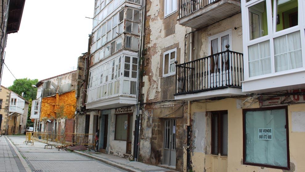 El Ayuntamiento demolerá los edificios declarados en ruina de la calle Rodrigo este mes