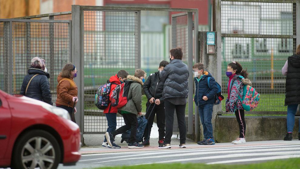 Cantabria no cierra nuevas aulas y se mantienen en 13 las confinadas