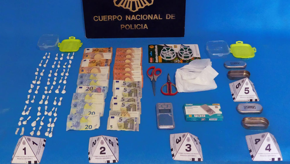 La Policía erradica un 'punto negro' de venta de cocaína en Torrelavega, con dos detenidos