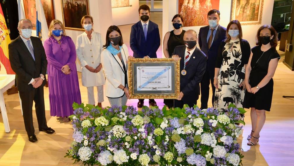 Igual destaca la unión entre gallegos y santanderinos al recibir la insignia de Oro del Centro Gallego