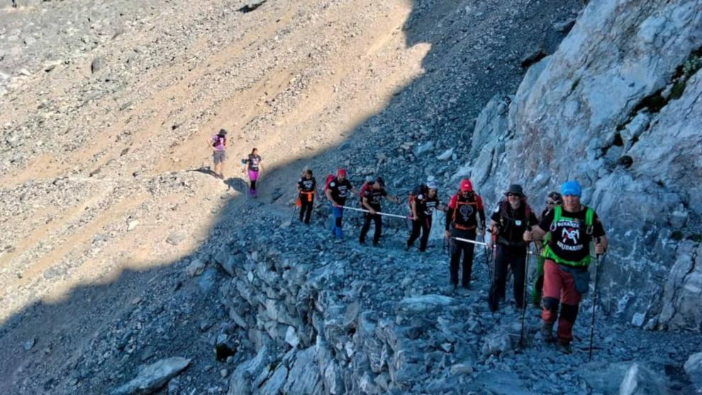 Deportistas con discapacidad visual ascendieron al pico de Peña Vieja, en los Picos de Europa