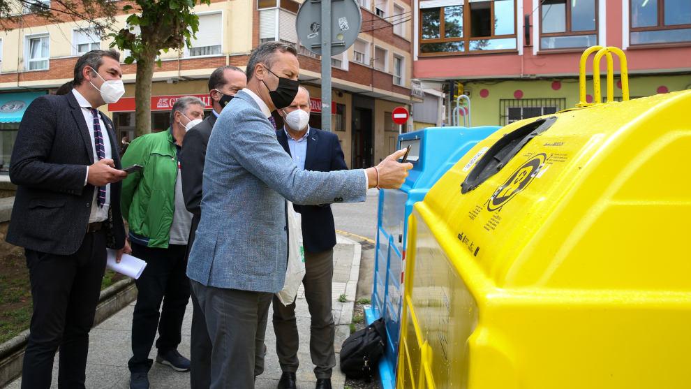 Santoña cumple el primer objetivo de 'Reciclos' con la limpieza del Faro del Caballo