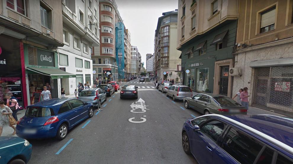 Herida al ser atropellada tras apearse de un vehículo en doble fila en Santander