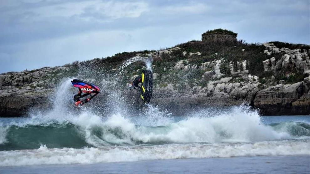 El espectáculo del III 'Noja Motosurf Series' llega a la playa de Ris