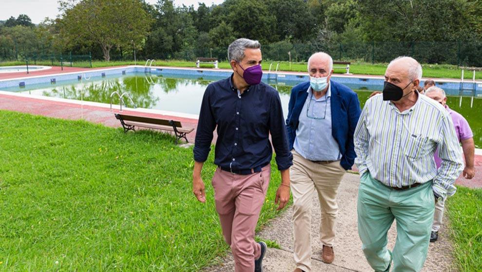 El Gobierno colabora para mejorar la piscina e impulsar proyectos culturales