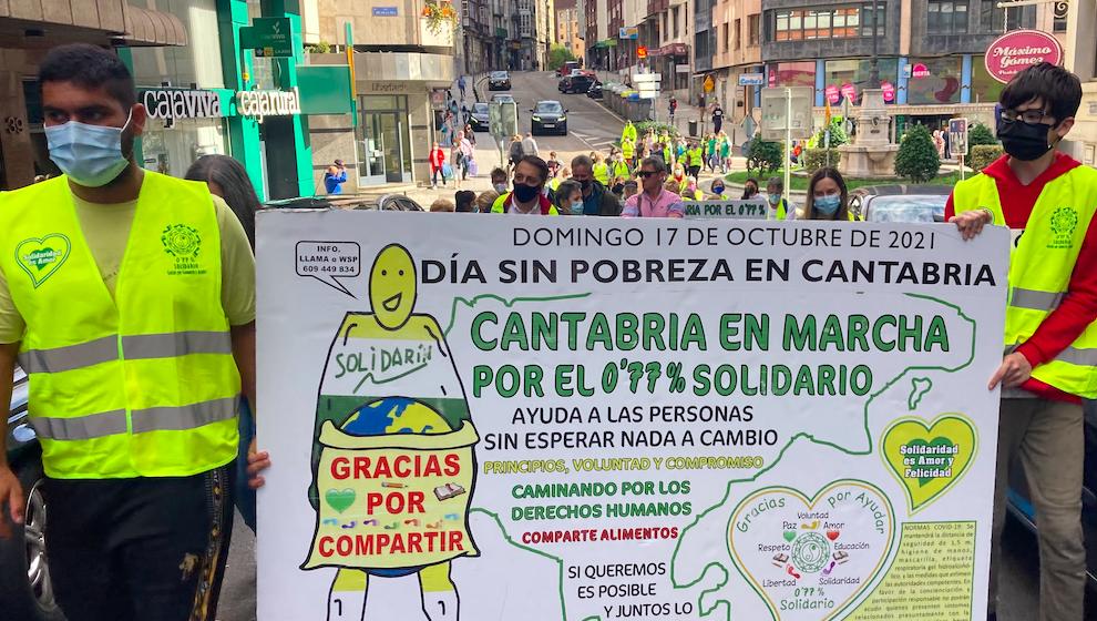 La 86 Marcha Cantabria Solidaria por el 0,77%entrega 747 kilos de alimentos